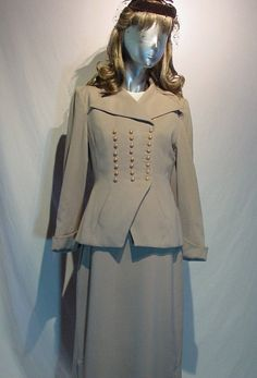 Vintage Military Style Womens Suit with Jacket, Skirt and Champagne Pearl Buttons 1940s Outfits, Vintage Outfits, Vintage Fashion, Military Fashion, Military Style, 1940s Costume, Suit With Jacket, 1940s Suit, 1940s Woman