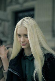 Image in Chicas collection by Carolina on We Heart It Modelo Albino, Mythos Academy, Poses, Nastya Kusakina, Female Character Inspiration, Gold Eyes, Face Hair, Platinum Blonde, Ulzzang Girl