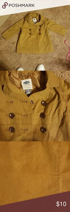 Old navy toddler coat Old navy style trench coat tan with brown buttons very light not thick. It has two spots on the coat will most likely wash out. I never washed this coat my daughter wore it 2 times and it never fit again she grew too fast. Just decluttrring. 0ld navy Jackets & Coats Pea Coats