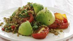 Čočkový salát s rajčaty, avokádem, česnekem a chilli Foto: