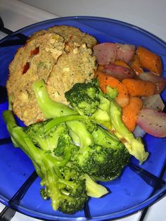 Rosemary & cranberry turkey meatloaf w/steamed broccoli sautéed in ...