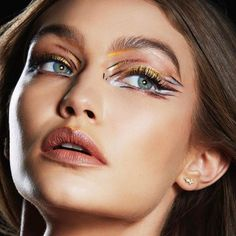 New York Fashion Week Inspired Makeup Tips & Tutorials by Maybelline. Learn how to create runway makeup looks and get inspired by the hottest makeup trends. Gigi Hadid Best Makeup, Gigi Hadid Hair And Makeup, Runway Makeup, Beauty Makeup, Eye Makeup, Movie Makeup, Fairy Makeup, Mermaid Makeup, Makeup Art