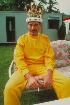 Cig + Crown + #FreddieMecrury + #Tracksuit = A Silly sort of Magnificence