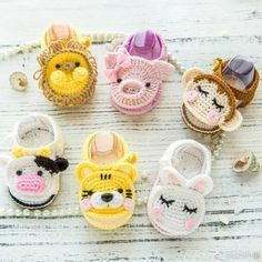 Crochet baby booties are among the most popular handcrafted projects they are cute and beautiful well there are 16 free booties to choose salvabrani – artofit – Artofit Crochet Baby Boots, Crochet Baby Sandals, Booties Crochet, Baby Girl Crochet, Crochet Baby Clothes, Crochet Slippers, Cute Crochet, Baby Booties, Crochet Crafts