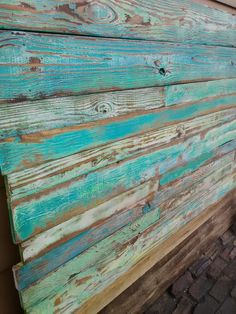 Reclaimed pallet wood. Love the distressed blue paint.