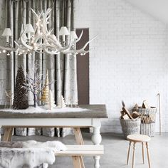 Love this white antler light fixture with the added mimi floral light strings—along with this winter snow covered multi-variety tree vignette❣