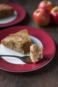 Apple Honey Upside-Down Cake. This easy apple honey upside-down cake is paleo gluten free dairy free and absolutely delicious! Paleo Sweets, Gluten Free Sweets, Paleo Dessert, Paleo Menu, Paleo Plan, Gluten Free Thanksgiving, Thanksgiving Desserts, Apple Recipes, Holiday Recipes