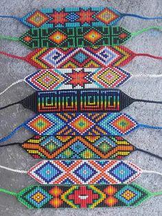 Bead Loom Bracelets, Beaded Bracelet Patterns, Bracelet Crafts, Jewelry Patterns, Bead Loom Designs, Bead Loom Patterns, Beading Patterns, Native Beadwork, Native American Beadwork