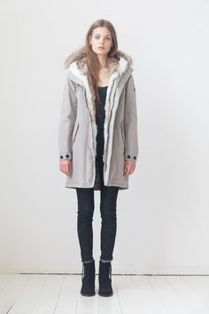 LEMPELIUS Fall Winter 2015 16 Women Heather grey cotton parka with rabbit fur and coyote trimming