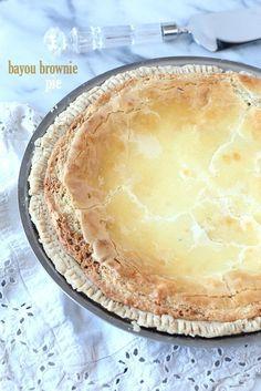 This pie is CRAZY good! Its a buttery blondie-brownie filling with an ooey gooey cream cheese topping!This pie is CRAZY good! Its a buttery blondie-brownie filling with an ooey gooey cream cheese topping! Köstliche Desserts, Delicious Desserts, Yummy Food, Plated Desserts, Eat Dessert First, Pie Dessert, Bayou Brownies, Summer Pie, Easy Pie
