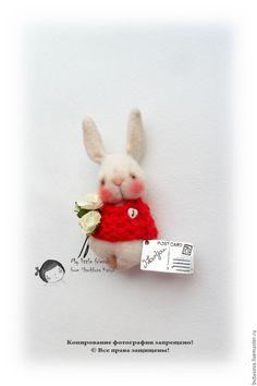 Купить Влюблён по собственному желанию... Миниатюрная игрушка. БРОШЬ - бежевый, кролик, заяц, зайчишка, зайчик