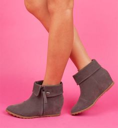 Script | Blowfish Shoes | $69 YEAH!!!