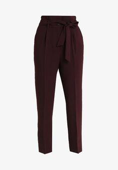 Vila VICHARLOTTE 7/8 PANT - Stoffhose - winetasting - Zalando.de Jeans Pants, Jean Shorts, Trousers, Korean Fashion Office, Girl Hijab, Cloths, Glow, Passion, Sweatpants