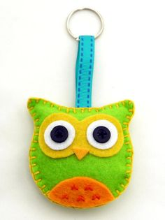 Filz Eule Schlüsselanhänger Schlüsselband grün/gelb - handbestickt mit Band