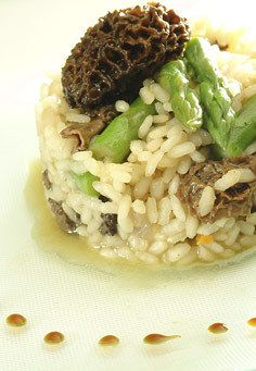 Risotto aux asperges vertes et morilles   |   recette: http://www.eating.be/fr/home/article/482