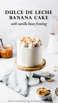 This Dulce de leche Banana Cake is a dream come true! Wealthy and moist banana cake layers are full of luscious dulce de leche and coated in essentially the most stunning vanilla bean frosting! Brownie Desserts, Oreo Dessert, Mini Desserts, Just Desserts, Delicious Desserts, Baking Recipes, Cake Recipes, Dessert Recipes, Dessert Ideas