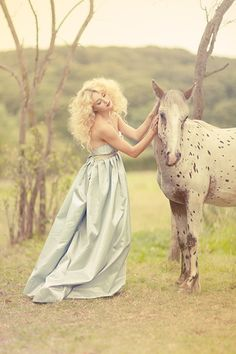 Anything with fashion & horses....yes puhhhlease. Horse Fashion Photography Learn about #HorseHealth #HorseColic www.loveyour.horse