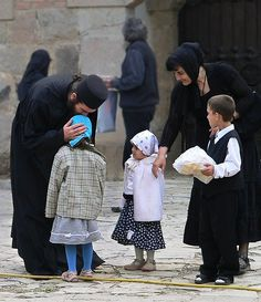 Orthodox Way of Life Christian Kids, Christian Faith, O Taste And See, Church Memes, Orthodox Christianity, Orthodox Priest, Amish Community, Prayer Book, Family Prayer