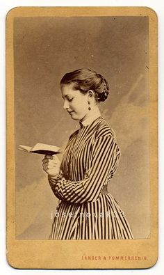 """Reading Beauty"", CDV by Langer & Pommerreinig, Praha"