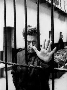 'David Alfaro Siqueiros en la prisión de Lecumberri'. Ciudad de México 1960. Héctor García.