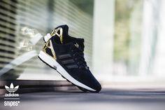 Ein adidas ZX Flux aus Leder? Warum nicht? Das einteilige, schwarze Leder-Upper bekommt noch einen goldfarbenen Heelcage sowie eine weiße Midsole verpasst, was aus dem Ganzen ein ziemlich ansprechendes Gesamtpaket macht. Artikelnr.: 1111527 Sizerun: 36 2/3-40 2/3 Preis: 89,99 Euro #snipes #snipesknows #sneaker #adidas #zxflux #adidaszxflux