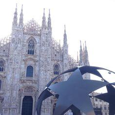 Milano per le feste..#championsleague #final #milano #milan #cityofmilan #milanodavedere #finale #calcio #football #milanogram2016 #milaleungranmilan guarda @therealriky1  by lalexis7