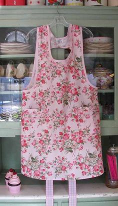 Grandma Apron Large Soft Pink Roses   (Square Pockets)  Grandma Woman Apron #2081 $49.95  ex-large add $5.00  Available in round or square pockets.