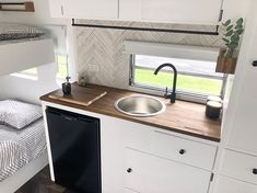 vintage caravans 637400153499056124 - Vintage Millard Caravan Renovation Rainy days and a candle burning 🕯🌱That's how I spent yesterday 😁 Clean and fresh for the next adventure in a few weeks 🏕 Now that our van… Source by bearutillet Diy Caravan, Caravan Vintage, Vintage Caravans, Caravan Ideas, Caravan Renovation Before And After, Caravan Renovation Diy, Caravan Interior Makeover, Motorhome, Small Caravans