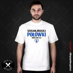 """Męska koszulka ze śmiesznym nadrukiem """"Szukam drugiej połówki - może być 0,7"""". Idealny pomysł na prezent dla miłośnika alkoholu. https://creativepatology.cupsell.pl #poprawnapolszczyzna #ortografia #grammar #grammarnazi #koszulka #koszulki #śmieszne #t-shirt #znadrukiem #beka #Polski #parodia #Lol #polszczyzna #tshirt #na prezent #odzież  Koszulki ze śmiesznymi nadrukami - Koszulki poprawna polszczyzna - Koszulki imprezowe - Koszulki alkoholowe"""