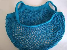 Postup na háčkovanú sieťovku - foto postup Free Crochet, Crochet Top, Crochet Market Bag, Textiles, Softies, Handicraft, Diy And Crafts, Crochet Patterns, Embroidery