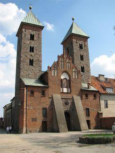 Sanktuarium Matki Bożej Pocieszenia-Plocko-kosciol romanski