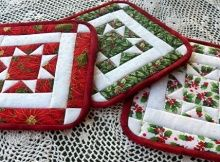 Great Tutorial explaining how to make these quilted pot holders. This would make a wonderful quilt project for Christmas gifts. Art Threads: Wednesday Sewing - More North Star Quilted Potholders Christmas Quilting Projects, Christmas Quilt Patterns, Christmas Sewing, Christmas Gifts, Christmas Placemats, Christmas Wreaths, Potholder Patterns, Quilt Patterns Free, Free Pattern