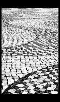 """calcadas"" = the typical Portuguese cobblestone pavement Modern Driveway, Pavement Design, Paving Pattern, Outdoor Landscaping, Driveway Landscaping, My Ideal Home, Paving Stones, Floor Patterns, Lisbon Portugal"