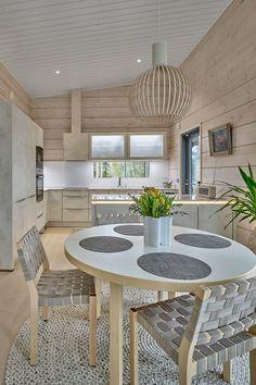 Minimalist House Design, Minimalist Home, Log Home Living, Log Home Interiors, Modern Windows, Cottage Design, Log Homes, Kitchen Interior, Home Kitchens