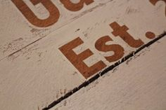 How to Paint Crisp Lines When Stenciling Pallets - Weekend Craft Stencil Letters On Wood, Stencils For Wood Signs, Stencil Wood, Letter Stencils, Stencil Painting, Stenciling, Old Wood Projects, Reclaimed Wood Projects, Pallet Projects