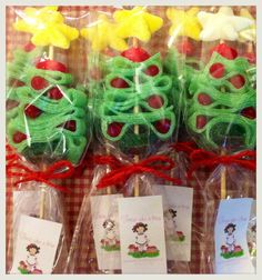 1 million+ Stunning Free Images to Use Anywhere Christmas Birthday Party, Christmas Favors, Why Christmas, Christmas Hacks, Large Christmas Baubles, Christmas Sweets, Christmas Tree Toppers, Christmas Candy, Christmas Baking