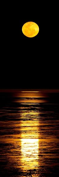 Lua laranja.