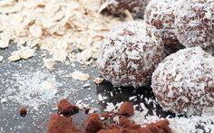 Tatlı krizlerinin önüne geçecek, yüzünüze kan getirecek bir atıştırmalık. Porsiyonluk mozaik pasta olarak da bilinir çikolata topları tarifi.