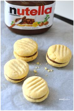 nutella yo-yos (The cookies are sometimes called Melting Moments) Nutella Filled Cookies, Yummy Cookies, Bar Cookies, Just Desserts, Delicious Desserts, Yummy Food, Oreo Desserts, Baking Recipes, Whole Food Recipes