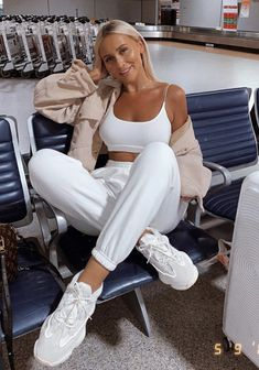 That sense of achievement when you wear an all white outfit and don't spill anything on it 😂 set is from ✨ I'm wearing a size… Comfy Airport Outfit, Comfy Travel Outfit, Travel Outfit Summer, Airport Outfits, Summer Airport Outfit, Summer Travel, Winter Travel, Jogging Outfit Summer, Lazy Outfits