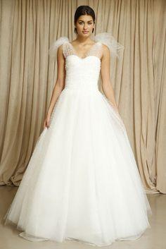 Le meilleur de la Bridal Fashion Week automne 2014: Oscar de la Renta http://www.vogue.fr/mariage/tendances/diaporama/le-meilleur-de-la-bridal-fashion-week-automne-2014/15890/image/875128#!les-plus-belles-robes-de-mariee-de-la-bridal-fashion-week-automne-hiver-2013-2014-oscar-de-la-renta