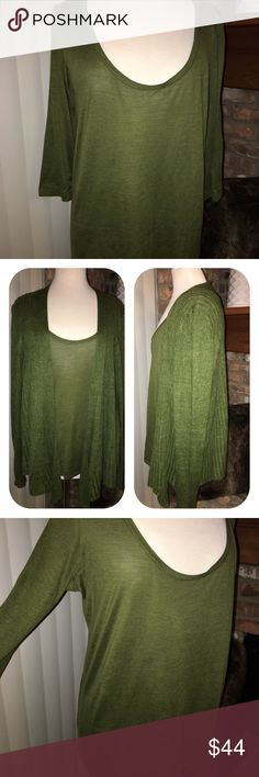 Eileen Fisher Green Long-sleeve Silk Cotton Top XL Eileen Fisher Green Long-sleeve Round neckline Silk & cotton top. Nice loose fit. Great fall color. Mix & Match with other fall colors! See other items in my closet; 70% Silk 30% Cotton; hand washable Eileen Fisher Tops Blouses