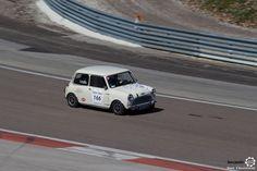 #Mini #CooperS sur le #TourAuto2016 à #Dijon_Prenois. Reportage : http://newsdanciennes.com/2016/04/20/tour-auto-2016de-passage-a-dijon-prenois-on-y-etait/ #ClassicCar #VoituresAnciennes #VintageCar #CarbusetPharesJaunes