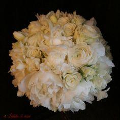 Perfect white #huge #peonies #bride #bouquet #madewithjoy #paulamoldovan #livadacuvisini #scent #scentofawoman #flowers #reasontosmile #buchet #mireasa #bujori #frezii #ranunculus Ranunculus, Peonies, Reasons To Smile, Nasa, Bouquet, Bride, Wedding Bride, Bridal, Persian Buttercup