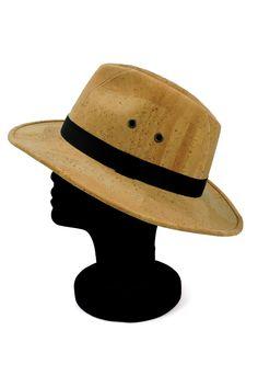 Natürlicher Panama Hut aus Kork Leder. Dein umweltfreundlicher Sonnenschutz. Eine nachhaltige Kopfbedeckung für jedes Wetter aus wasserabweisendem Korkstoff. Handmade in Portugal. Faire Mode für einen klimafreundlichen Lebensstil. www.korkeria.ch   #kork #hut #korkhut #vegan #panamahut Portugal, Fashion, Accessories, Vegan Fashion, Natural Colors, Headboard Cover, Solar Shades, Handmade, Leather