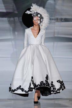 IZ_027  (Vestido de Novia). Diseñador: Isabel Zapardiez. ...