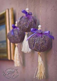 Nemusíte ju viazať len do kytičiek, toto je ešte lepšie: Úžasné nápady,. Lavender Wands, Lavender Decor, Lavender Crafts, Lavender Garden, Lavender Sachets, Lavender Scent, Lavender Fields, Lavender Flowers, Homemade Gifts