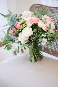 Amazing pastel bouquet by Blue Sky Flowers | Image by Claire Graham Photography #BlueSky