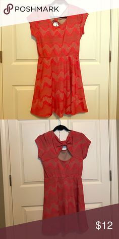 Chic summer dress Coral and nude colored light weight fabric dress only worn once paper dolls Dresses