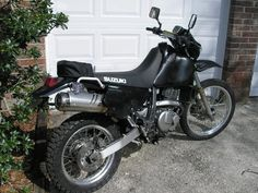 Suzuki blacked out! Suzuki Motocross, Dr 650, Mighty Mighty, Motorcycle Rallies, Bug Out Vehicle, Dual Sport, Street Bikes, Dirt Bikes, Offroad